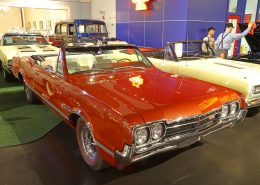 1966-Oldsmobile-Cutlass-442