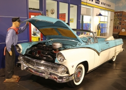 1955-Ford-Sunliner-Convertible